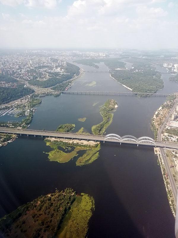 Вид из самолета на Киев
